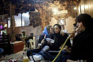 kleidung frauen iran